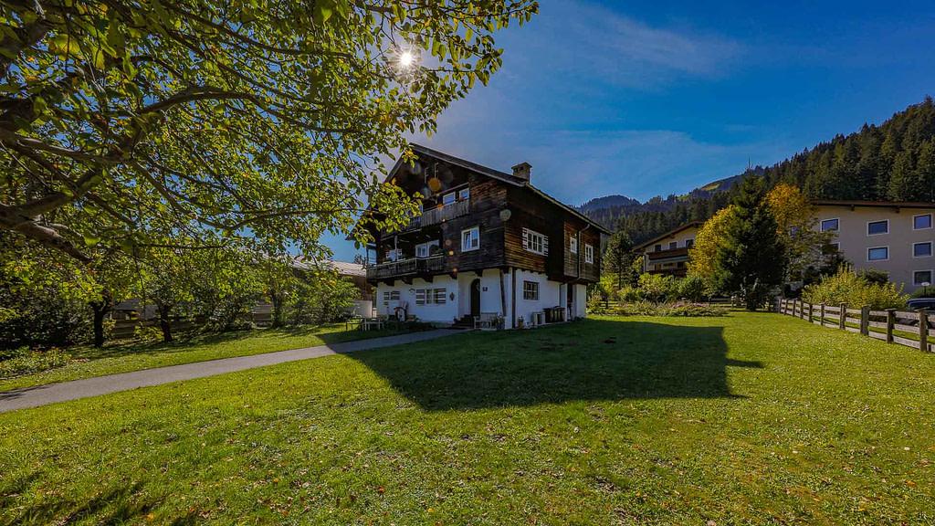 Wohnen am Hahnenkamm - Grundstück mit Altbestand - KITZIMMO